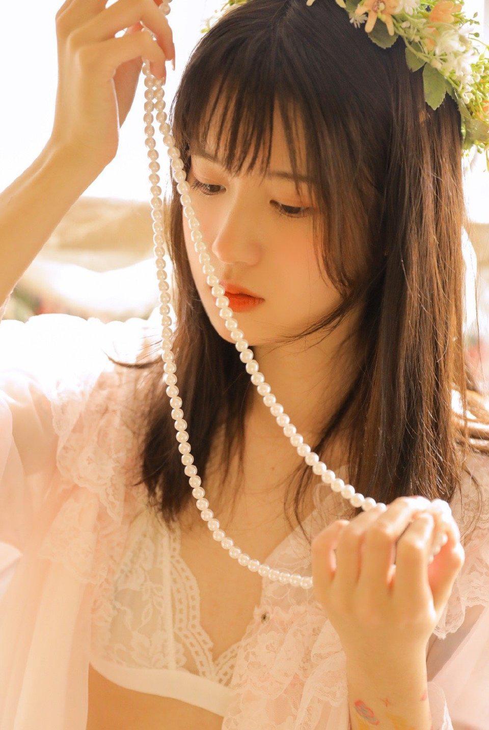 清纯美女性感蕾丝写真