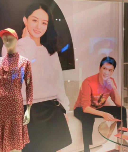 赵丽颖冯绍峰同框海报  冯绍峰望妻眼真的好甜蜜