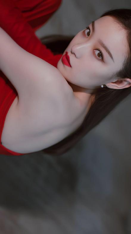 倪妮红衣冷艳写真  霸气十足