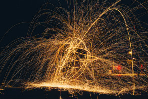 色彩绚丽的火花延时摄影高清图片